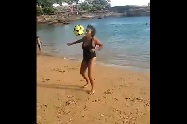 Video de abuela brasileña dominando el balón es viral