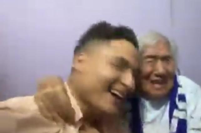 Abuelita festeja campeonato del Cruz Azul y video se hace viral
