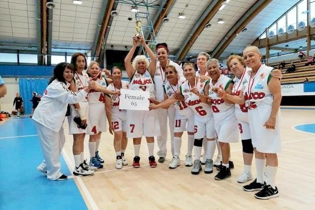 Abuelitas mexicanas ganan campeonato de basquetbol
