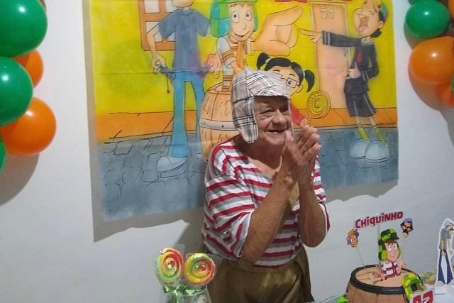 Abuelito festeja sus 92 años al estilo del Chavo del 8