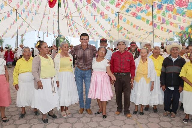 Ayuntamiento de Quecholac festejó a los abuelos en su día