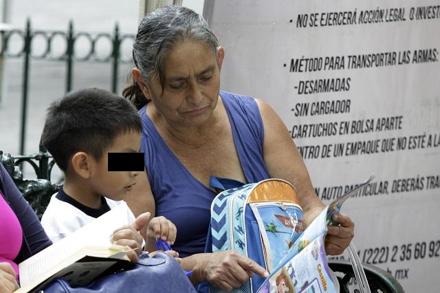 Abuelos no podrán cuidar a sus nietos tras cuarentena, según la UNAM