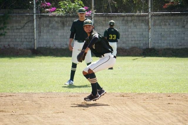 Scout de Grandes Ligas visita Academia de Pericos