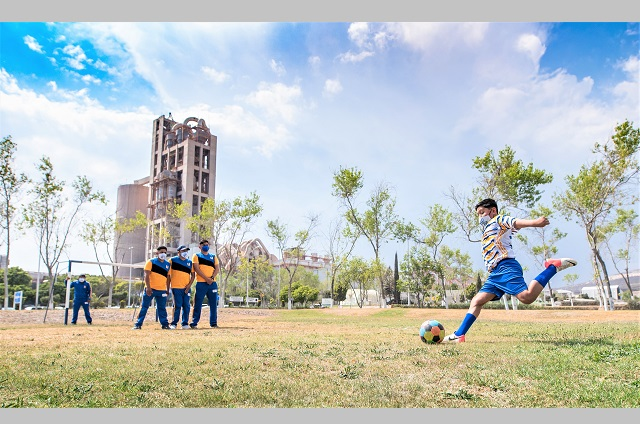 Promueven deporte y valores con entrenamientos virtuales de fútbol