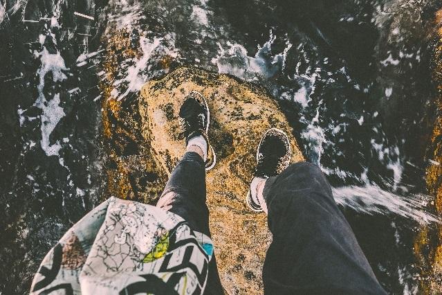 Selfie de la muerte: Mujer se toma foto con su marido y cae al precipicio