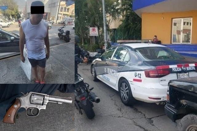 Policía de Tepexco vacaciona con patrulla oficial en Acapulco