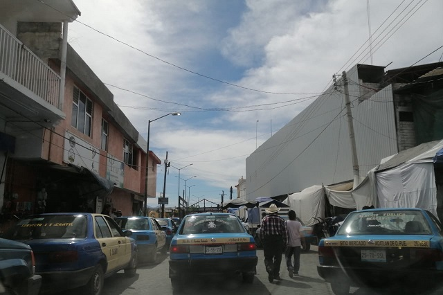 Pobladores piden reordenamiento vial en Acatlán