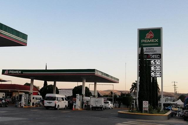 Mientras gasolina baja, canasta básica sube en Acatlán