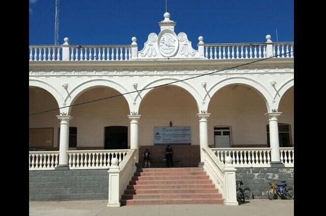 Nombran a nueva tesorera en Acatlán de Osorio