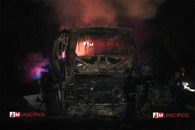 Serían 26 los muertos del choque en la México-Tuxpan, en Jalpan