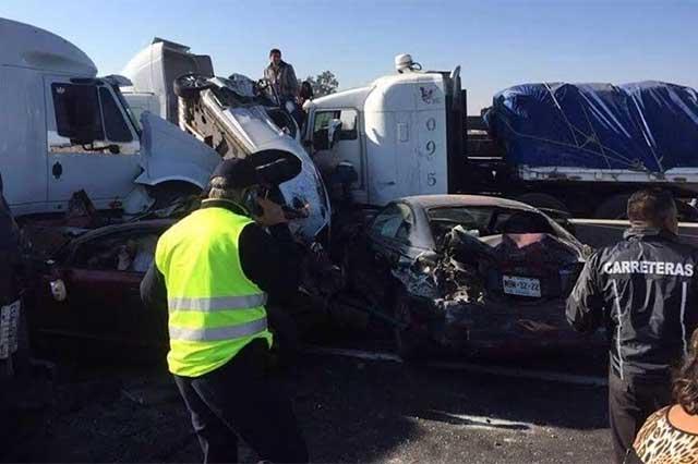 Saldo de 9 muertos en megacarambola en el Circuito Exterior Mexiquense