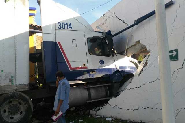 Aparatoso accidente en la Puebla- México a la altura de La María