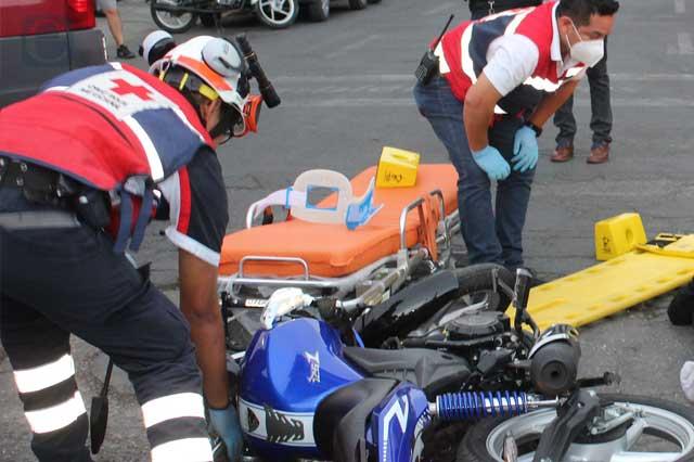 Muere motociclista tras impacto con auto particular en Ajalpan