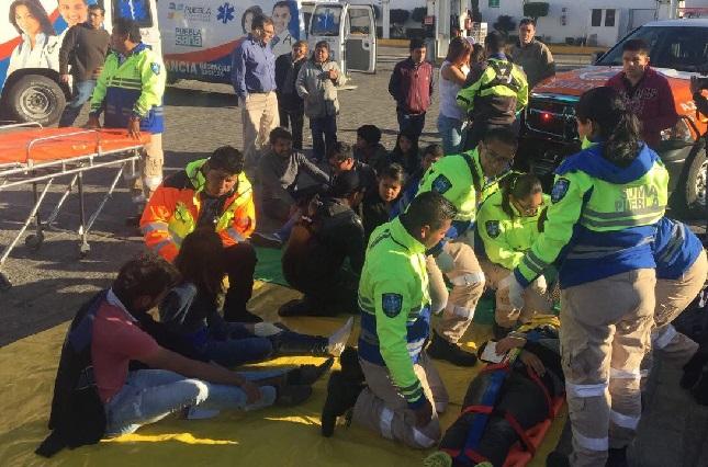 Deja 20 heridos choque entre camión escolar y un particular