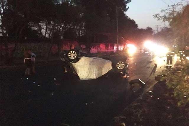 Volcadura deja dos muertos en Azcapotzalco