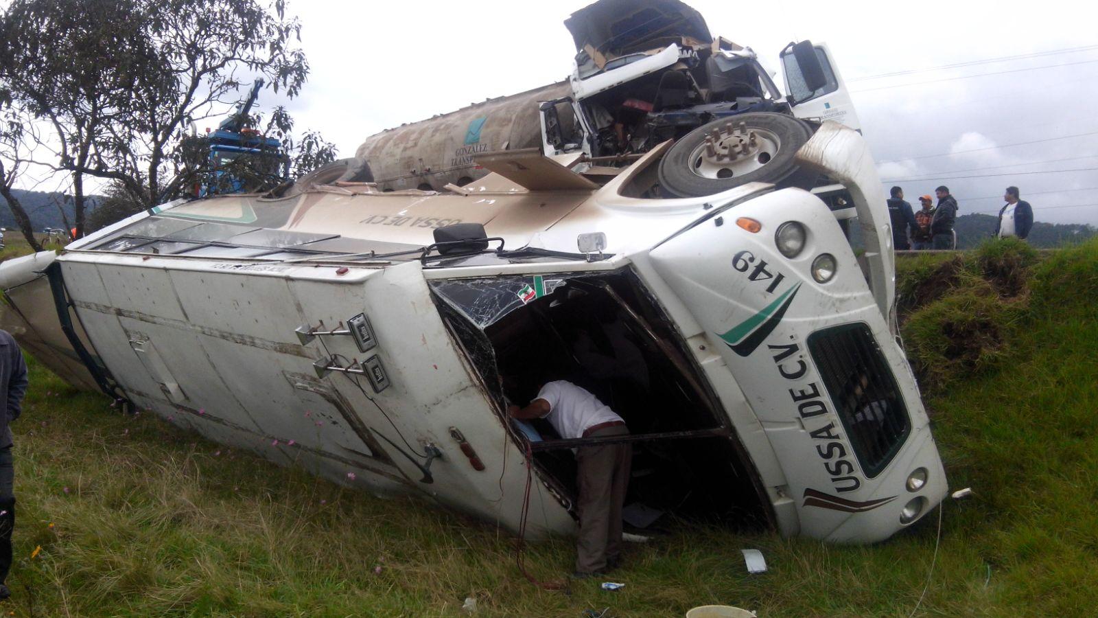 Carambola de autos en Ahuazotepec deja ocho lesionados