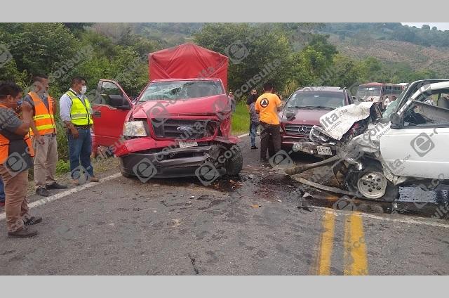 Aparatoso choque en la México-Tuxpan deja dos mujeres heridas