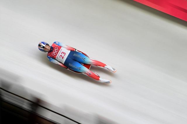 Atleta de EU sufre espectacular accidente en Trineo en Juegos Invernales