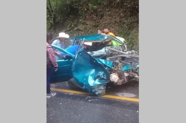 Muere conductor de T-suru en choque con tractocamión