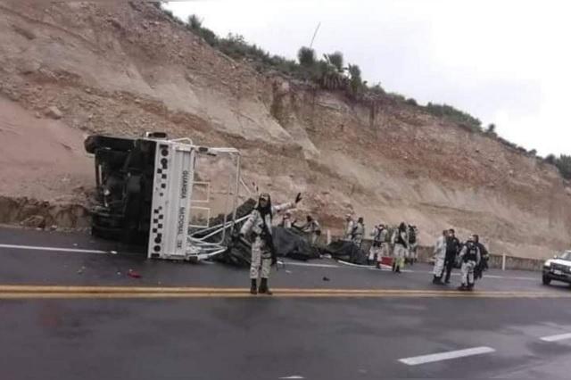 Tras accidente vial resultan lesionados 21 elementos de la GN