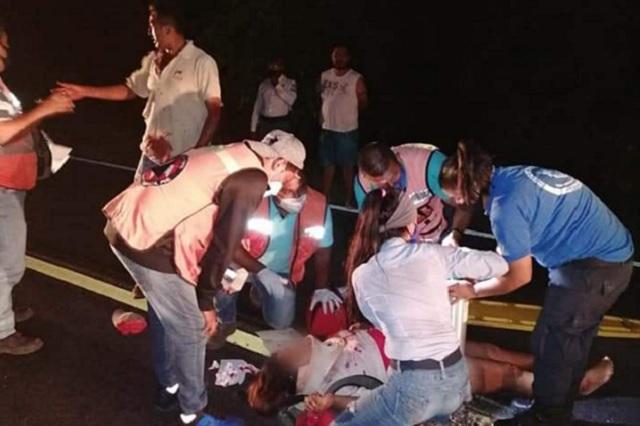Atropellan a pareja que viajaba en moto en Venustiano Carranza