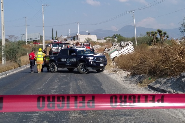 Deja dos muertos y tres heridos volcadura en Tehuacán