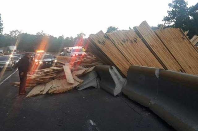 Luego de accidente de tráiler, reabren la circulación en la México-Puebla