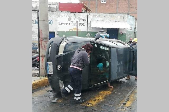 Lluvia, cansancio y alcohol causa dos accidentes aparatosos en Atlixco