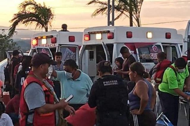 Autobús se queda sin frenos y choca en la federal a Coxcatlán; hay 21 heridos