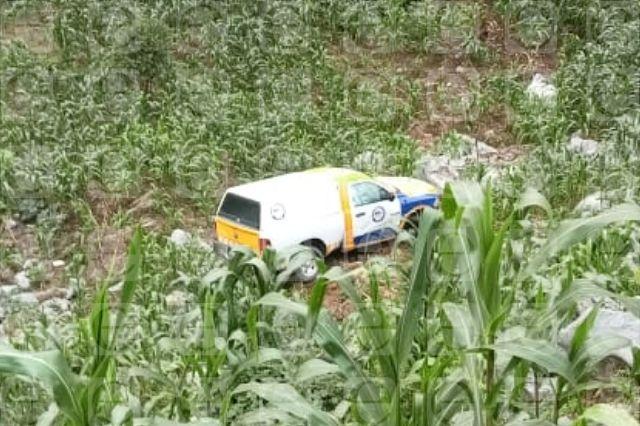Cae camioneta de peritos de la FGE en la Sierra Negra de Puebla