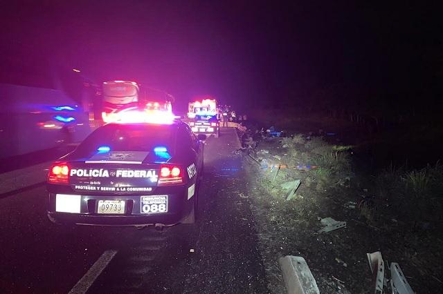Autobús que salió de Puebla sufre accidente y mueren 3 personas
