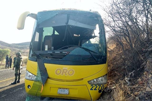 Provoca 8 muertos accidente de camión Oro en Acatlán
