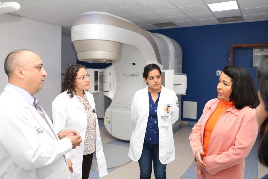 Con nuevo equipo amplía Salud cobertura de radioterapia en Puebla