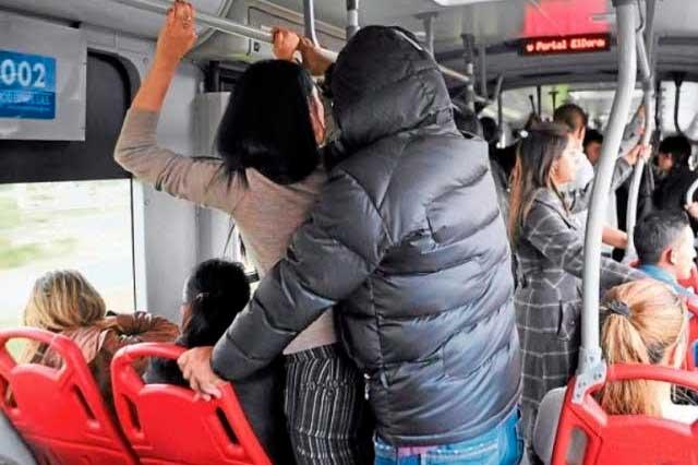 VIDEO Chicas encaran, acorralan y denuncian a presunto acosador del Metro