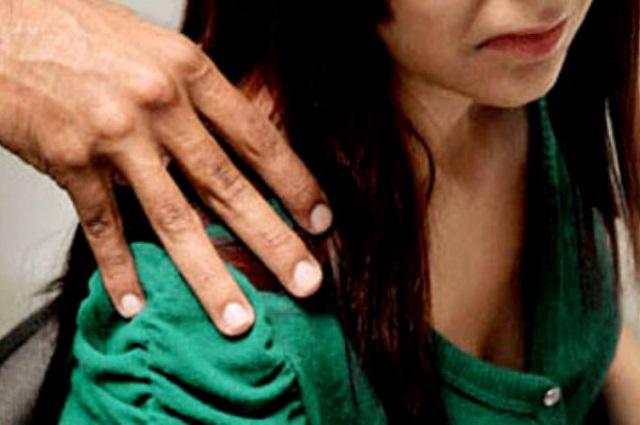 Abusa sexualmente de joven de servicio social en Puebla