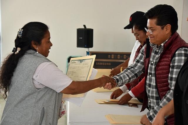 Reciben ciudadanos de Coronango actas de nacimiento corregidas