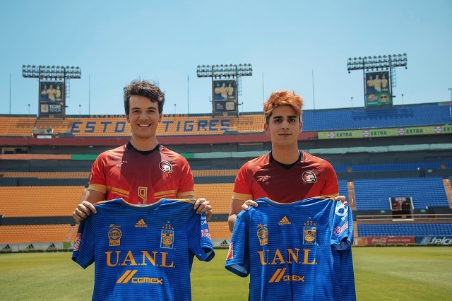 Actores de O11CE intercambian playeras con jugadoras de Tigres