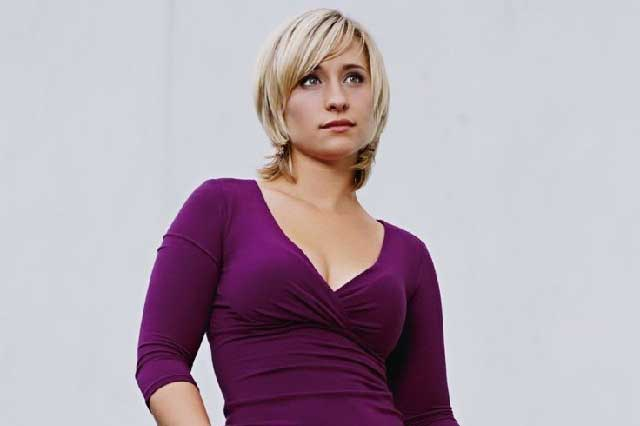 Acusan a actriz de Smallville ser líder de secta sexual y reclutar esclavas