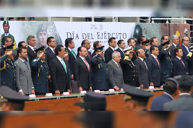 Acude Gali a conmemoración del 105  aniversario del Ejército Mexicano