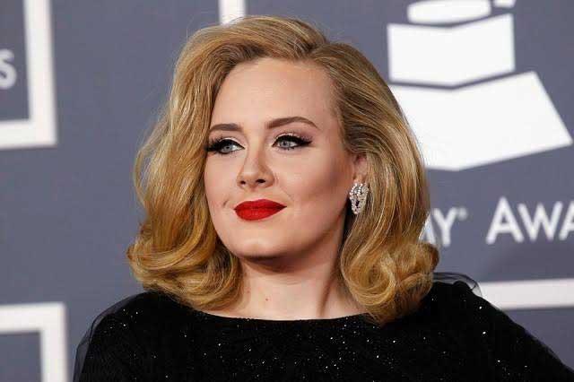Adele enloquece a 17 mil mexicanos en el Palacio de los Deportes