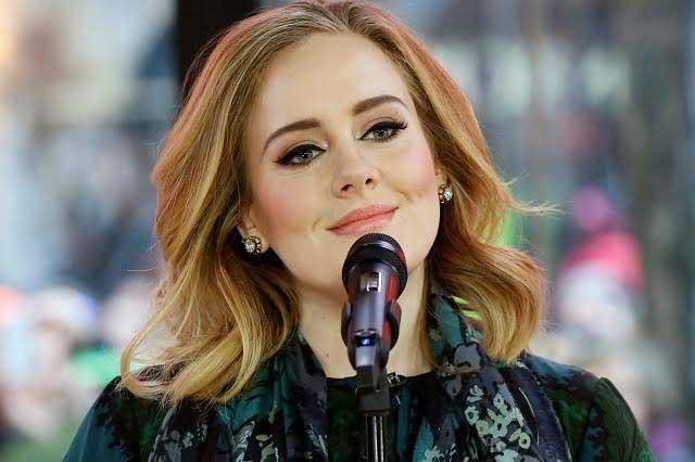 Adele anuncia la continuación de su gira el próximo año