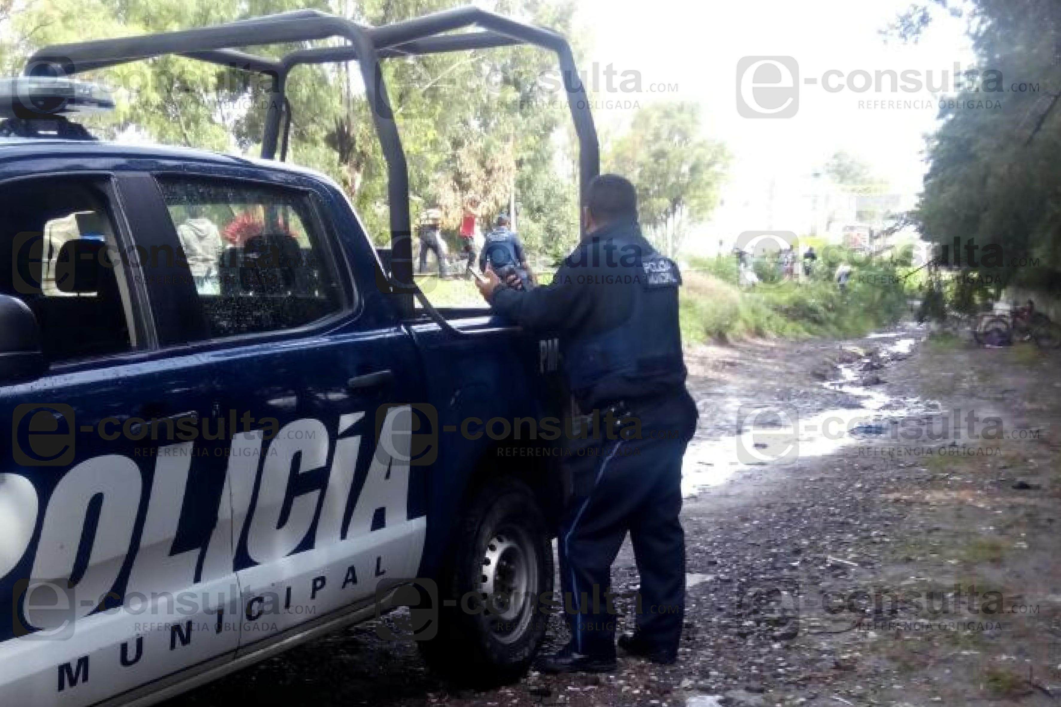 Saquean tren en Xochimehuacan y policía municipales lo toleran
