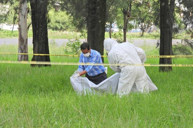 Embolsado y con narcomensaje tiran cadáver en Texmelucan