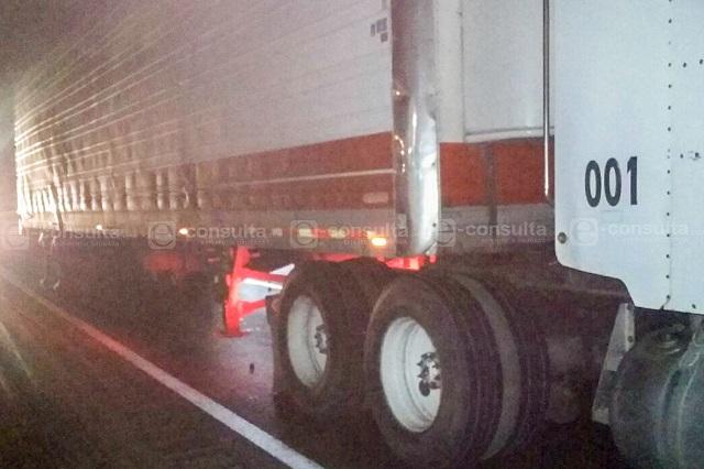 En asalto, conductor muere bajo las llantas del tráiler que conducía