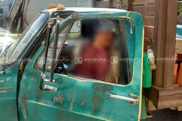 Se infarta cuando conducía su camión materialista  en Cuautlancingo