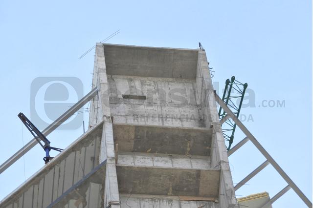 Fallece albañil al caer más de 100 metros de torre en Zavaleta