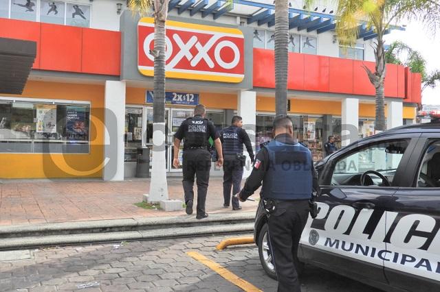 Balean a policía tras asalto a Oxxo en Cuautlancingo