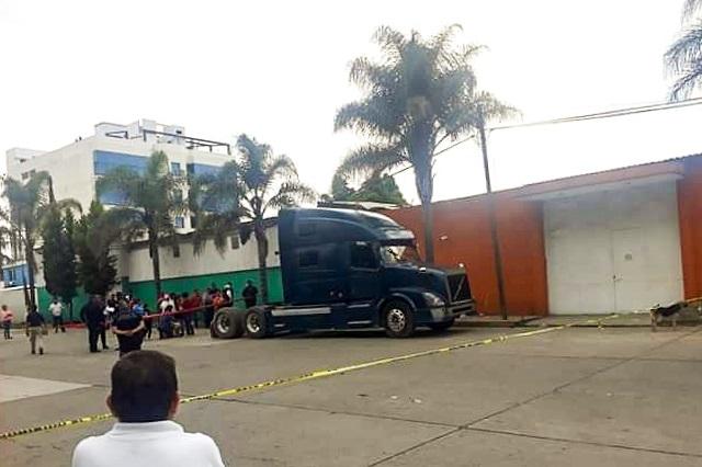 Matan a trailero frente a su madre en asalto en Xoxtla