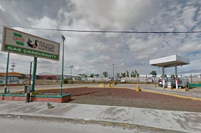 Roban microbús de la S-19 y 4 mil pesos en asalto a gasera