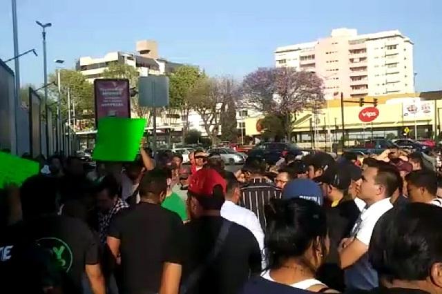 Protestan en la FGE tras detención de 16 comerciantes del Morelos